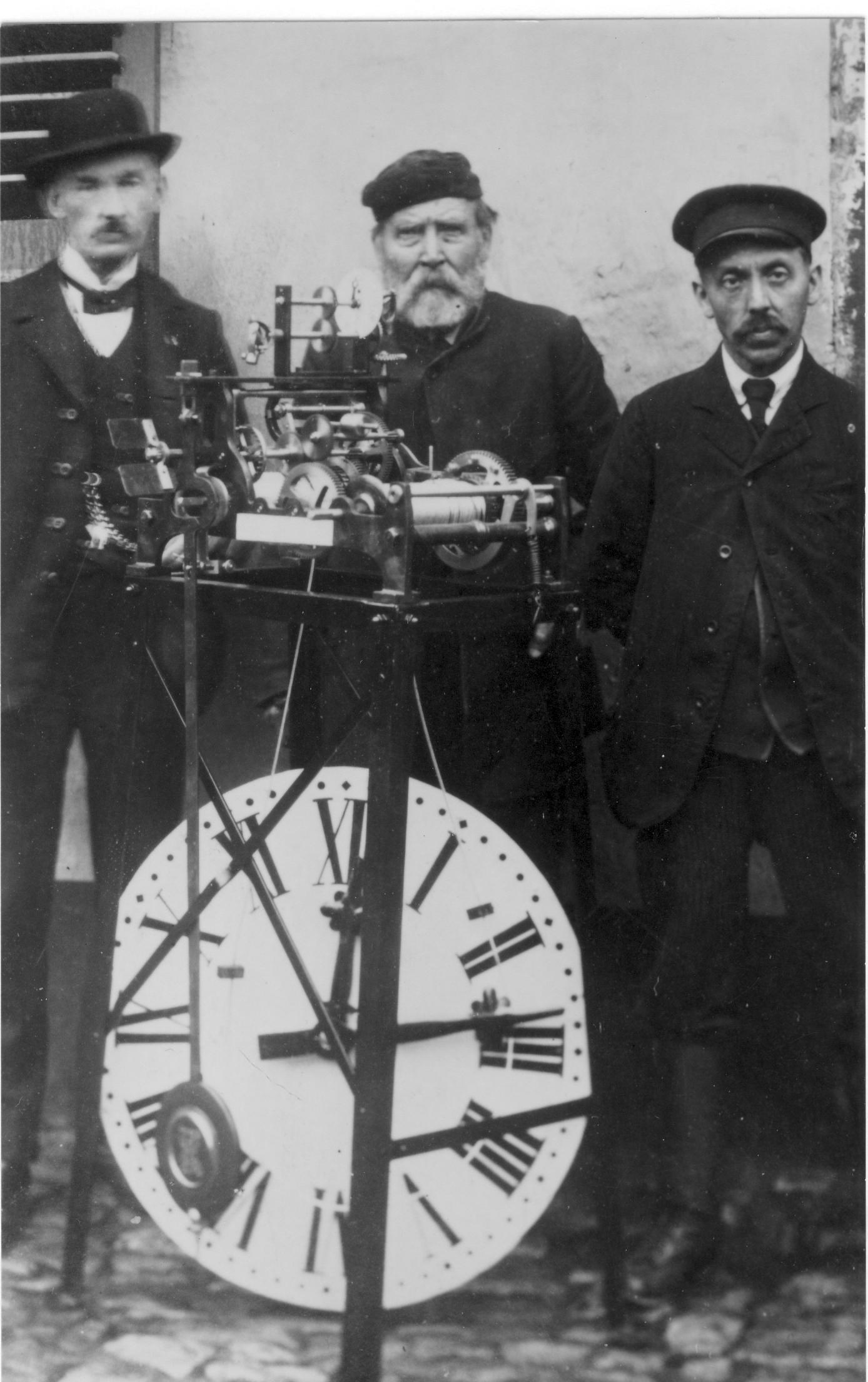 Uhrmacher Leopold Blaes mit Turmuhr