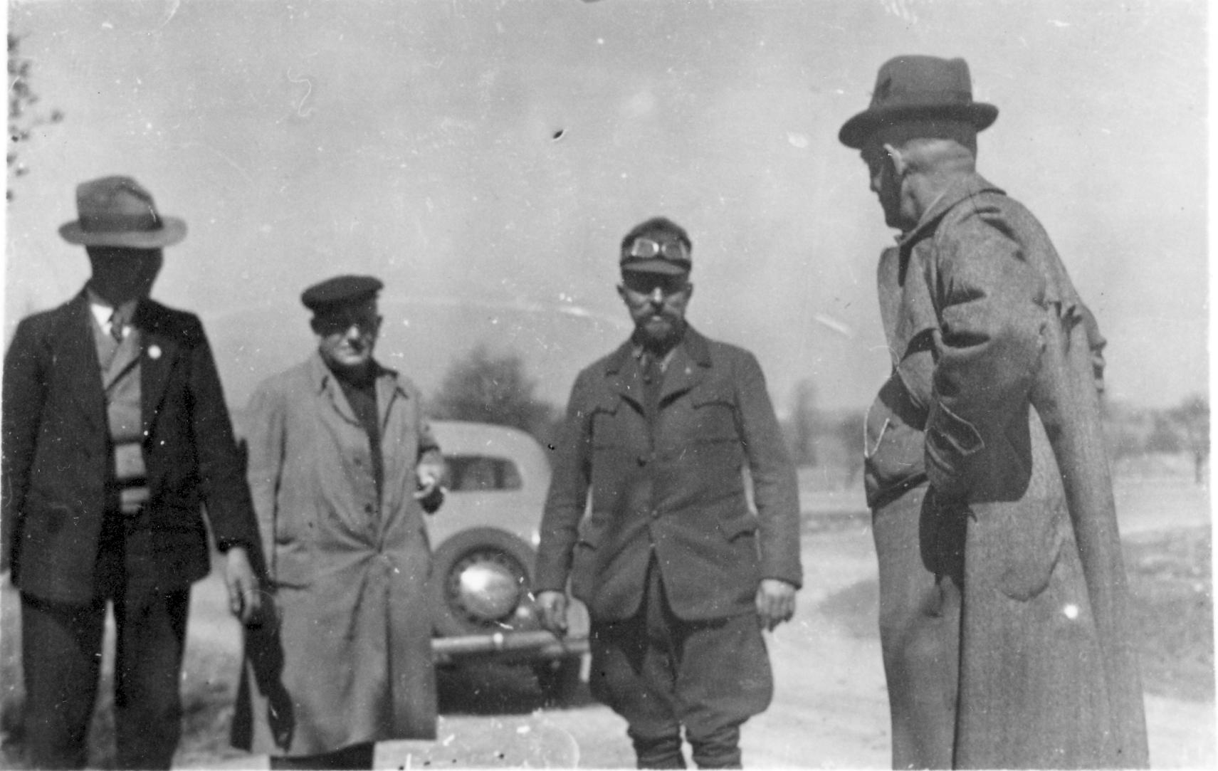 Personengruppe mit Fahrer