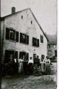 Haus 1911 Ecke Kirche(?)